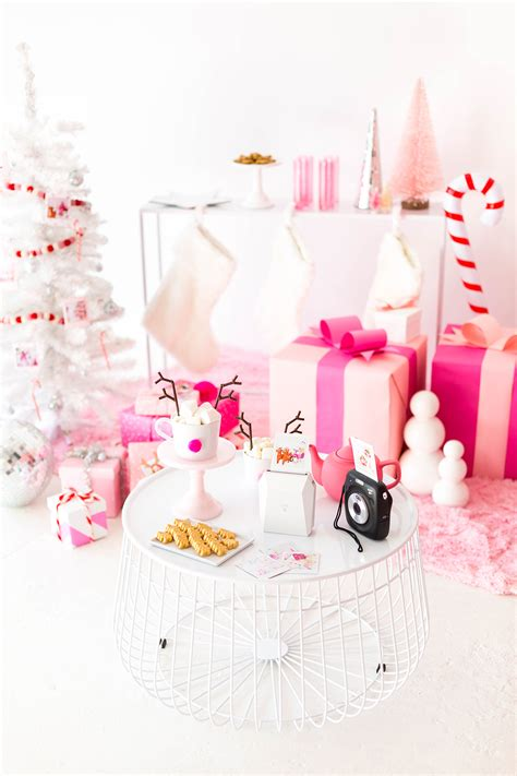 » I'm Dreaming Of A Pink Christmas Party!