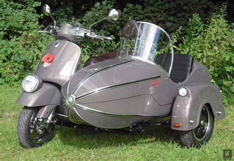 We really want a go on this Vespa Watsonian Sidecar! | バイク, 車